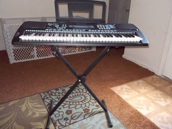 Electric keyboard - $40 (Taylor)