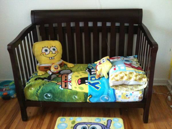 Dark wood convertible crib with mattress - $130 (ft hood)