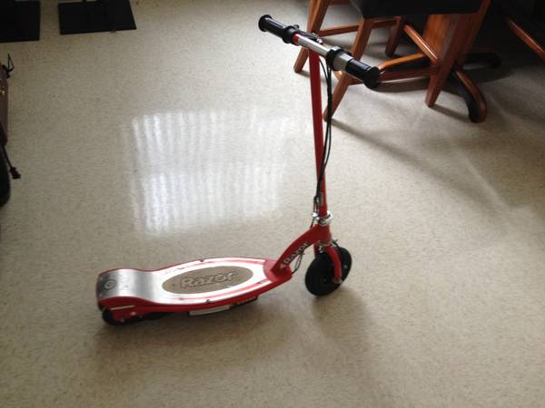 RED E100 RAZOR SCOOTER - $80 (Fort Hood tx)