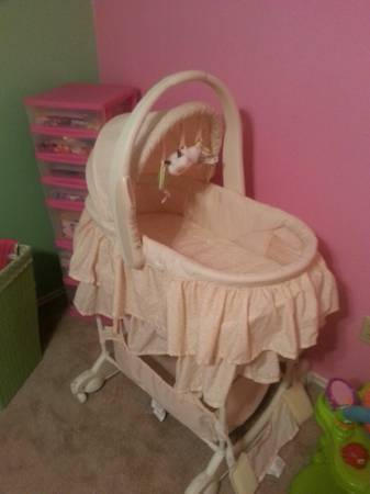 The First Years Carry Me Near 5 in 1 Bassinet - $75 (Copperas Cove)