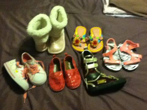 Toddler girls shoes size 6 - $1 (Killeen)