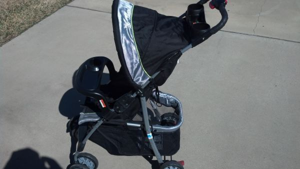 Infant items- all in great condition...stroller, car seat, bumbo, ect. - $5 (Killeen)