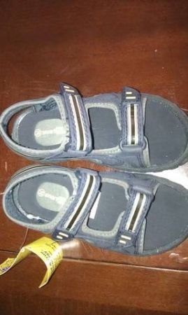 nwt size 8.5 toddler boys sandals - $8 (killeen)