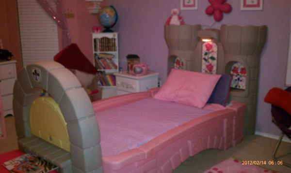 Little Tikes Castle ToddlerTwin Bed - $250 (Harker Heights)