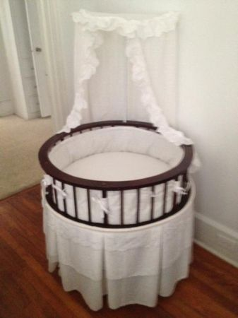 Baby Bassinet in GREAT CONDITION White with Cherry Wood - $140 (Temple)