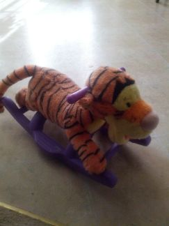 tigger musical rocker ride - $10 (temple)
