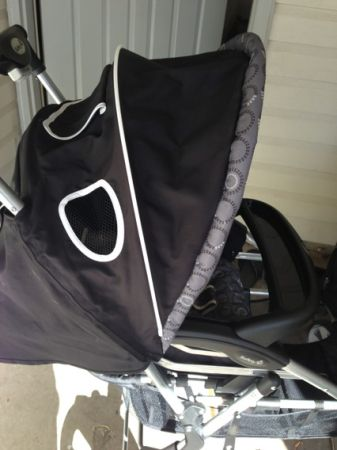 Safety first double stroller  - $130 (Kouma)