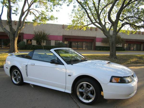 FORD MUSTANG GT,V8,CONVERTIBLE,LOW MILES,BELOW BLUE BOOK VALUE - $6500 (COPPERAS COVE)