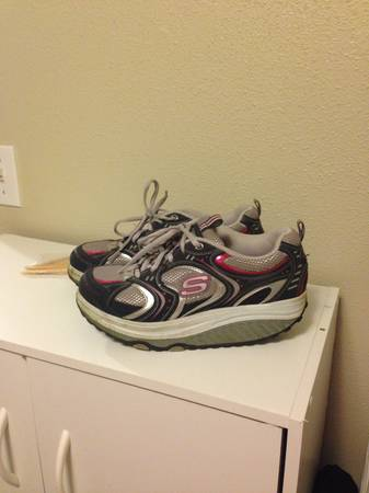 Sketchers shape ups - $10 (Copperas Cove)
