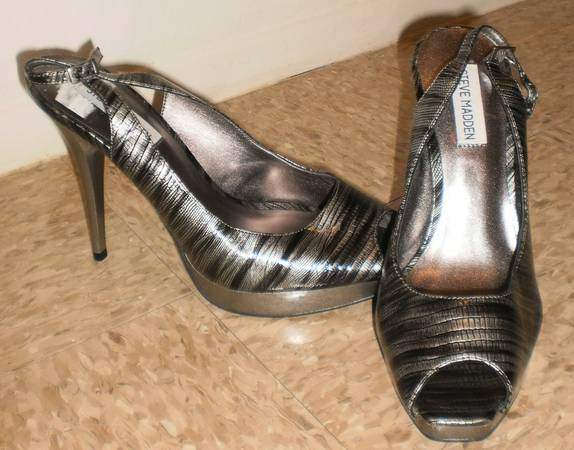 STEVE MADDEN LADIES NEW SHOES - $15 (FORT HOOD, COMANCHE 3)