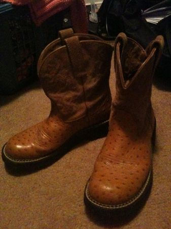 Ladies Ariat Fat Baby Boots (8 12) - $20 (ft hood)