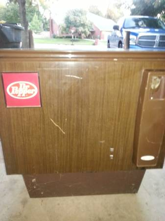 Dr. Pepper Antique Vending Machine-Works Great - $1250 (Temple)