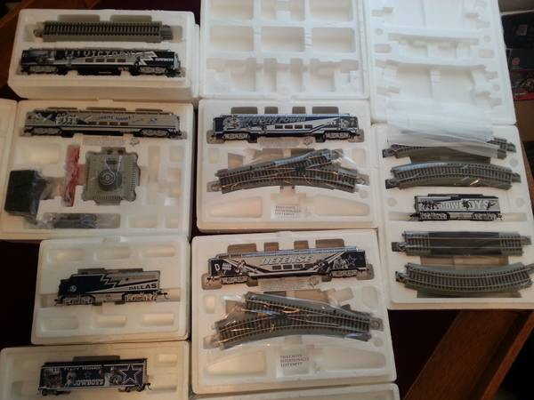 Dallas Cowboys NFL Express HO Scale Collectible Train Set - NEW - $450 (Belton)