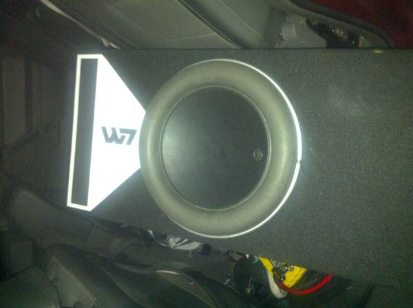 JL Audio W7 13 - $550 (killeen)