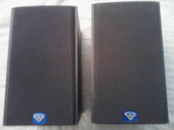 CERWIN VEGA V-5M 125 WATT BOOK SHELF SPEAKERS - $35 (KILLEEN)