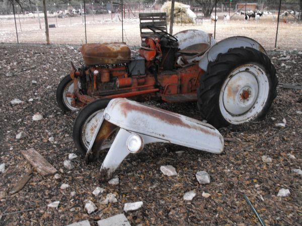 Ford 8N parts tractor - $500 (belton)