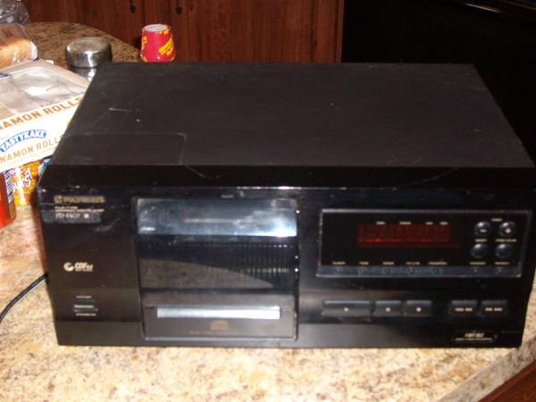 pioneer 25 disc CD player - $80 (Temple)