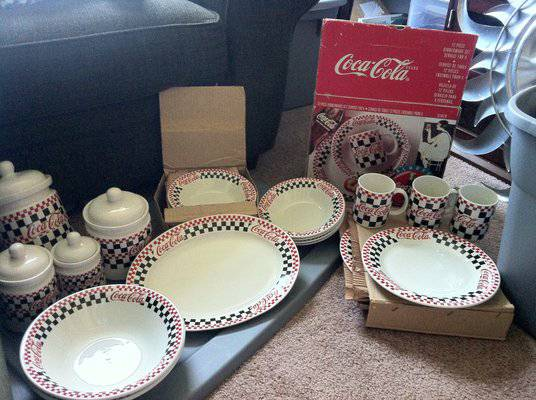 Coca Cola Vintage Diner Dinnerware w Coca Cola Drinking Glasses - $80 (Copperas Cove)