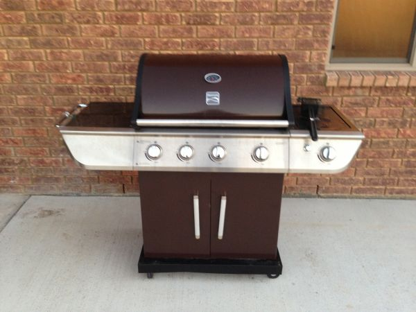 Kenmore 4-burner Gas Grill propane w searing burger - $175 (Temple)