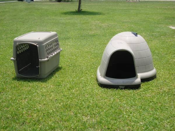 Dog House (Igloo) and Traveling Kennel for Medium-Sized Dogs - $90 (Harker Heights)