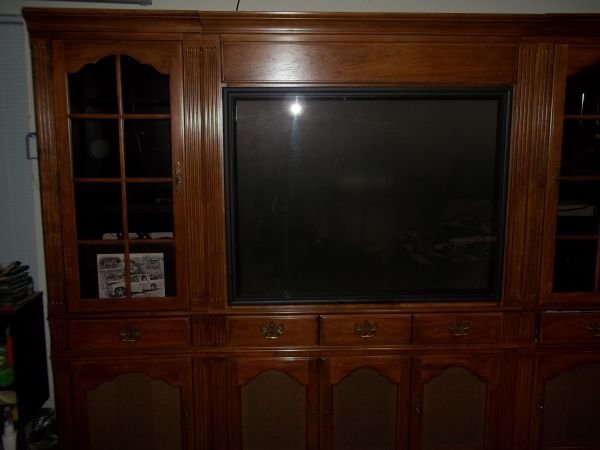 ENTERTAINMENT CENTER WITH BIG SCREEN TV - $800 (KILLEEN)