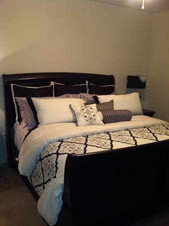 Cremieux collection full comforter set from Dillards - $100 (Temple, tx )