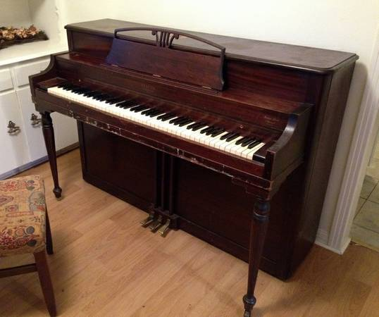 PIANO - Lester Betsy Ross Spinet - $250 (Temple)