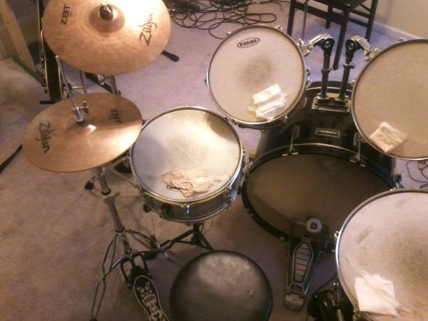 Full drum set wsnare, stands, stool hardware - $300 (Killeen)