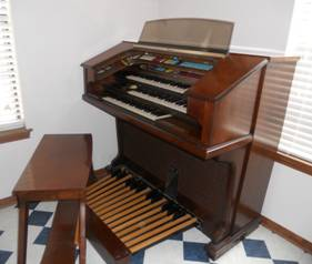 Thomas TriAnon Organ (Moffat)