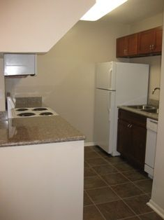 $645  1br - 650ftsup2 - Great Deals, Great Location (Diamond Lakes)