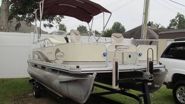 Lowe fishingcruising pontoon, Johnson outboard - $7900 (Alexandria)