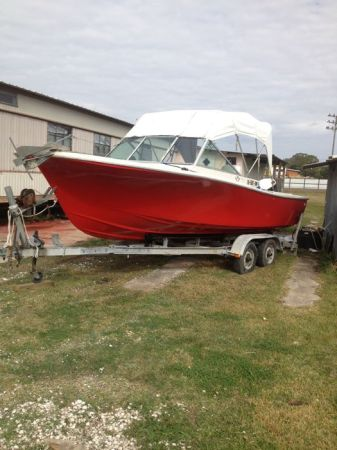 20 ft. Wellcraft V20 - $4000 (Abbeville)