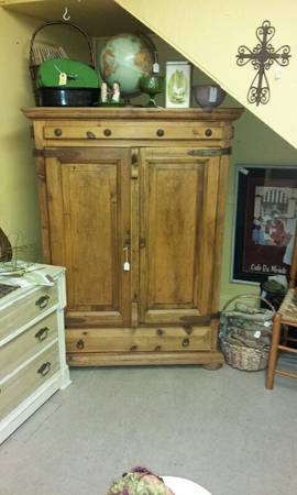 BEAUTIFUL RUSTIC ENTERTAINMENT CENTER - $325 (ROOSTERS ANTIQUE MARKET)