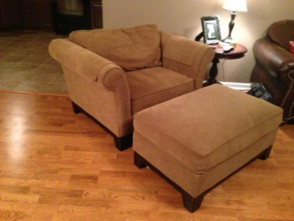Oversized Chair w ottoman by Lazy Boy - $400 (parks)