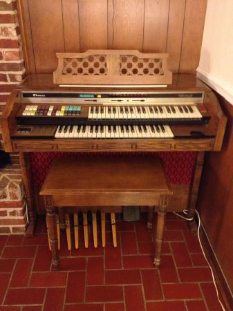 Thomas Californian Organ Model 262 - $50 (Lafayette)