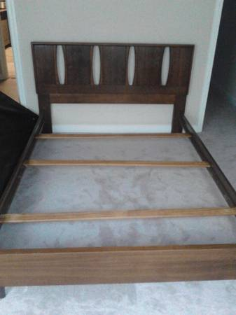 full size bed frame and head board - $40 (kaliste saloom rd)