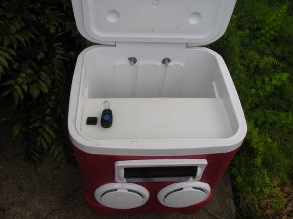 Custom Stereo Rolling Ice Chest - $250 (Lafayette)