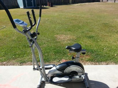 BODY CHAMP DELUXE STRIDE CYCLE ELLIPTICAL WITH SEAT - $150