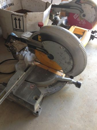 12 DEWALT COMPOUND MITER SAW - DW705 - $200 (Lafayette)