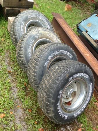 Chevy 6 lug rims with 31x10.5x15 at tires - $200 (New Iberia, la)