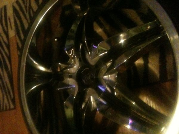 24 status rims with black inserts - $1 (Laffayette)