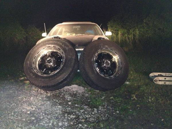 18 inch rims and tires f250 dodge 2500 8 lug - $700 (New Iberia)