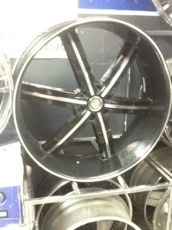 28 U2 55 black and chrome wheels - $950 (SLIDELL)