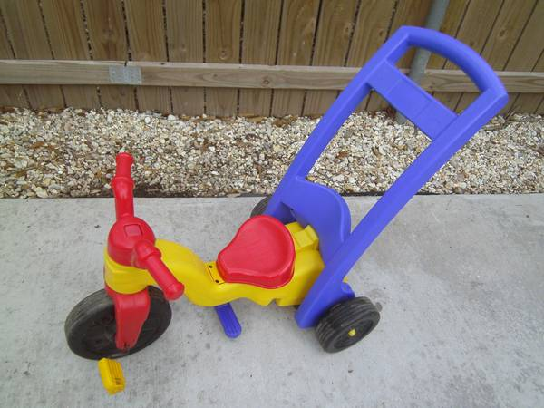 TODDLER TRICYCLE (BIG-WHEEL) WITH PUSH HANDLE - x002412 (BROUSSARD)
