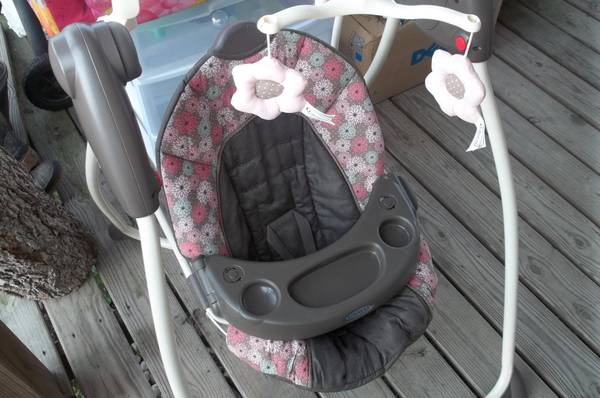 Baby Swing Bassinet - $80 (Breaux Bridge Laf.)