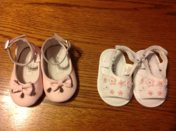 Baby girl shoes sizes 0-3 - $8 (Crowley )