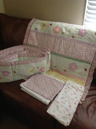 Girls LadyBug Crib Bedding Set - $35 (New Iberia)