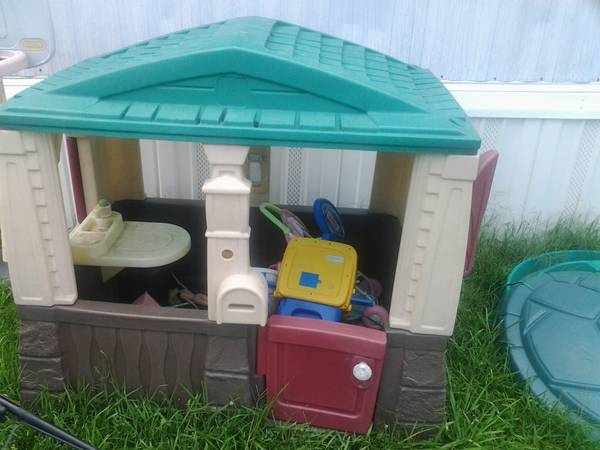 step 2 playhouse and double stroller (new iberia)