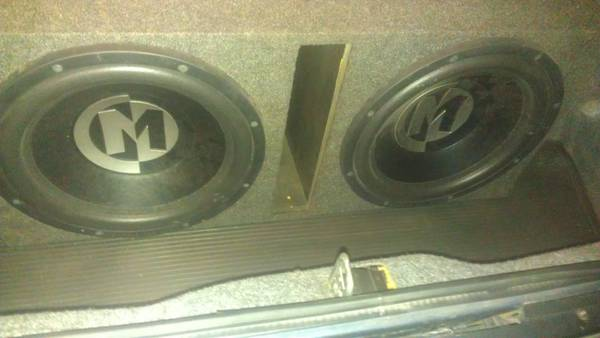 2 LIKE NEW MEMPHIS AUDIO 15 INCH SUBS IN A PORTED BOX - $300 (lafayette)