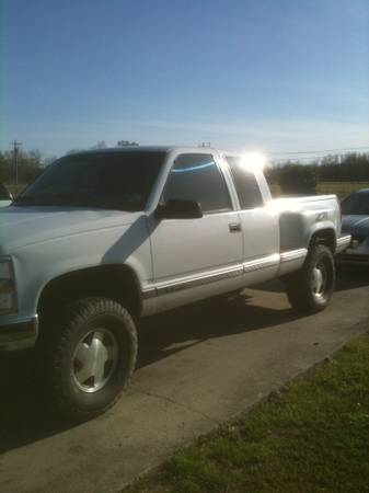 CHEVY STEPSIDE LIFTED 4X4 - $4500 (BREAUX BRIDGE)
